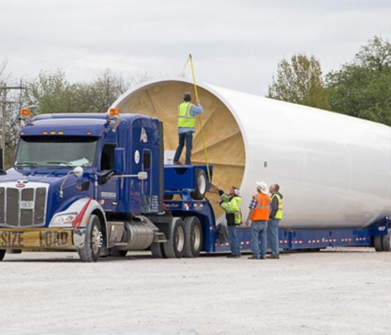 Grote voedingstank op vrachtwagen